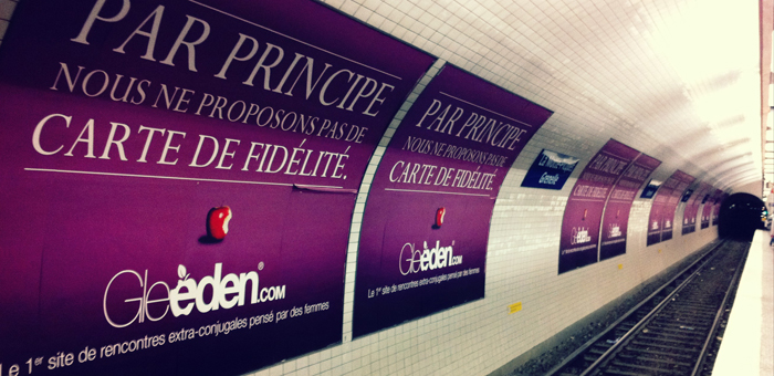"""We do not offer loyalt cards"" says the billboard in the Parisian subway (image via capital.fr)"